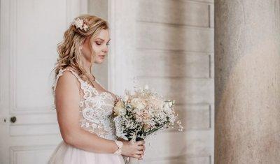 Photographe professionnelle shooting mariage au château de Moncley près de Besançon
