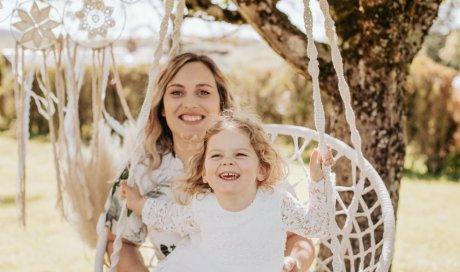 Photographe professionnelle shooting mère et fille à Besançon
