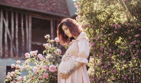 Shooting grossesse fleuri à Besançon