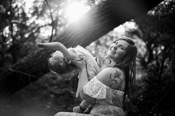 Photographe professionnelle pour une séance photo en famille en extérieur Besançon