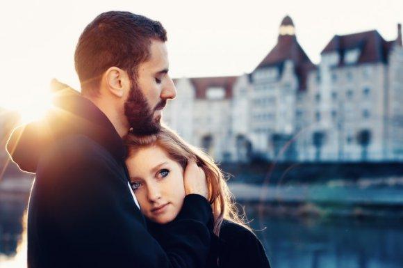Faire une séance photo en couple dans la nature avec une photographe professionnelle Besançon