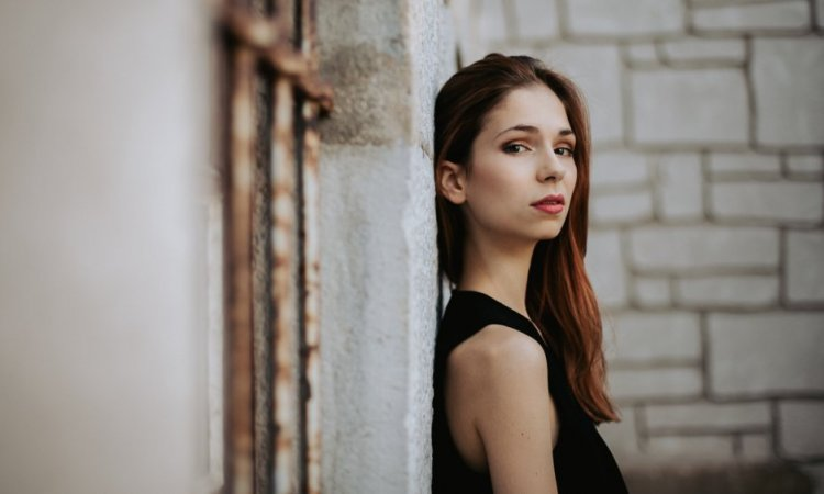 Photographe professionnelle shooting portrait femme à Besançon
