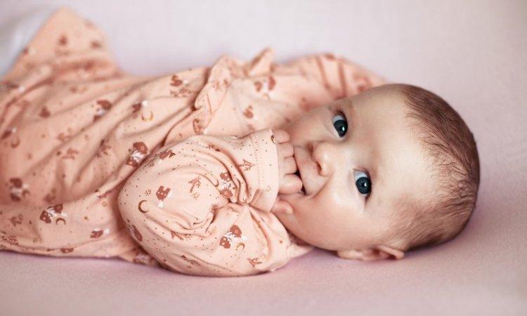 Tails Photographie - Céline Jean Portrait naissance bébé Besançon