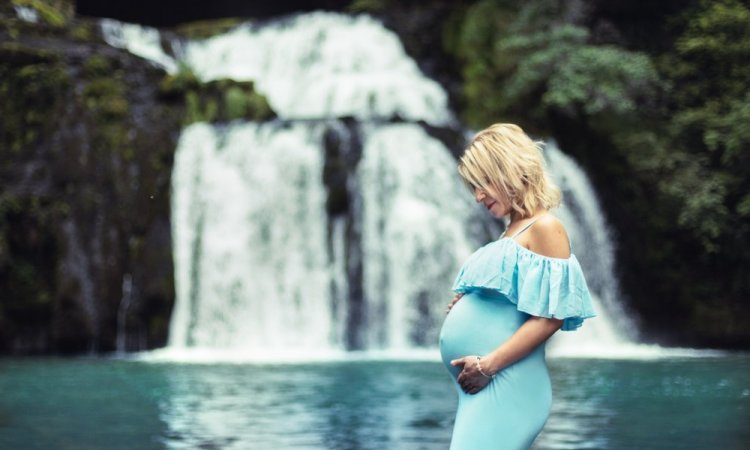 Shooting grossesse à la Source du Lison